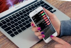 ihpone mit trading app und macbook